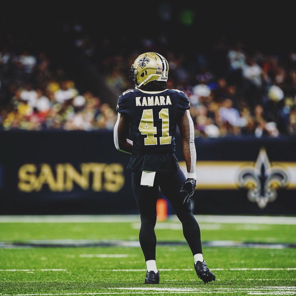 alvin kamara tape on the back on their arms
